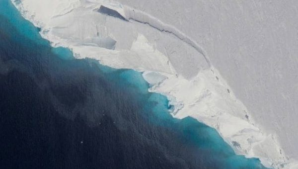 Enorme cavità sotto l'Antartide scoperta da ricercatore italiano della NASA: cosa rischiamo